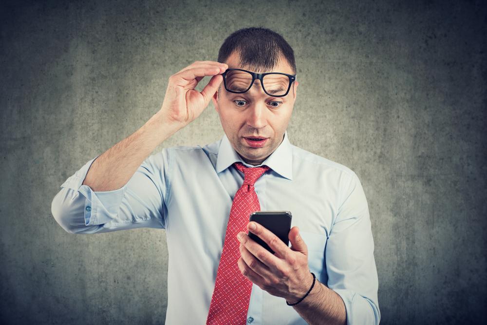 erros corretor divulgação redes sociais